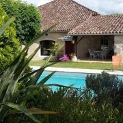 Maison et piscine 1