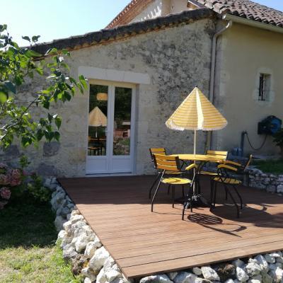 Terrasse gite et cuisine