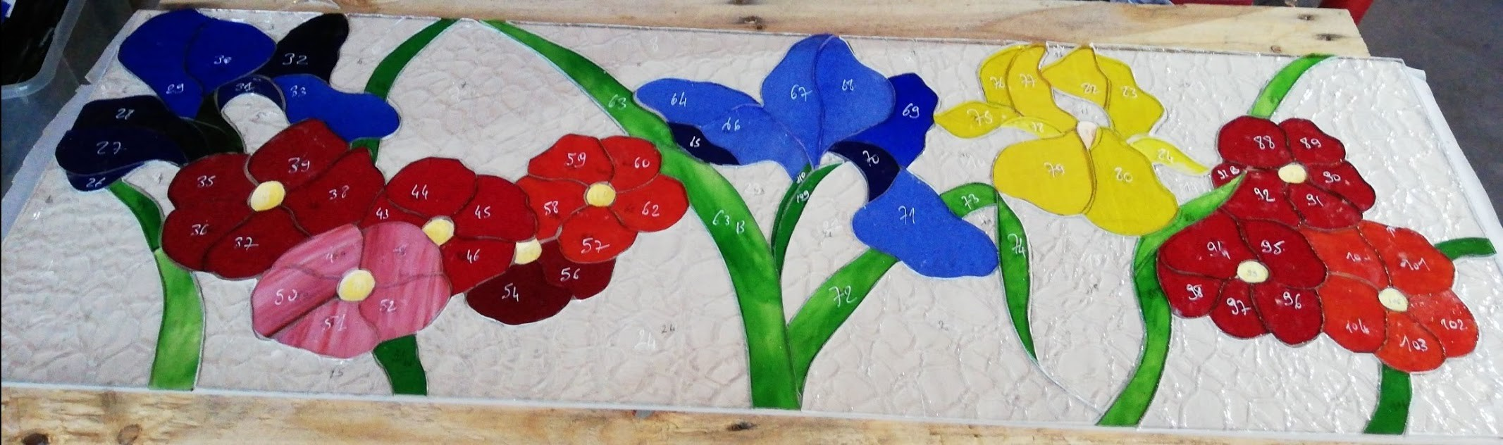 Vitrail fleur en creation